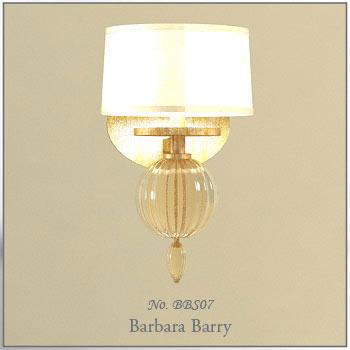 米白色灯罩配上大的圆形水晶球装饰,既时尚又温馨浪漫,是款室内壁灯