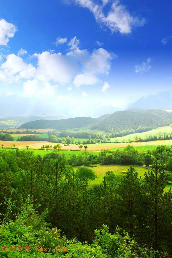 首页 资源下载 平面素材 精美图片 风景 > 高山树木蓝天白云美景高清