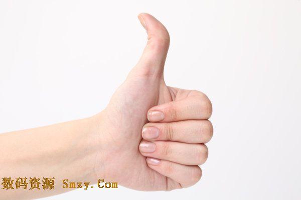 这是一张蜷缩四枝,单独伸出大拇指的手势图片素材,寓意着对方强,厉害,顶呱呱等含义,文件的格式为JPG,规格为72DPI 1561x3744,详细效果请见下面的JPG缩略图,欢迎下载收藏。