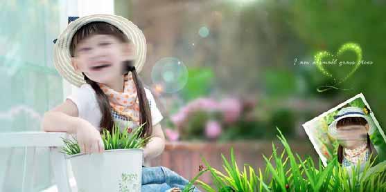 照片中的小女孩露出甜美的笑容,十分的可爱,在这张照片的右下边则镶嵌