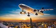 飞机与灯火辉煌的城市摄影高清图片