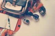 墨镜手表与包包等物品摄影高清图片