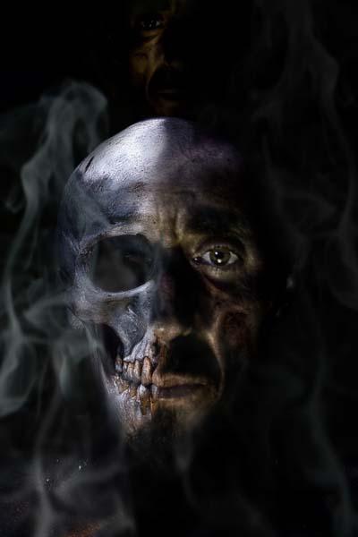 恶心恐怖骷髅烟雾面妆高清图片就是设计的暗黑风格,人面肖像成为了