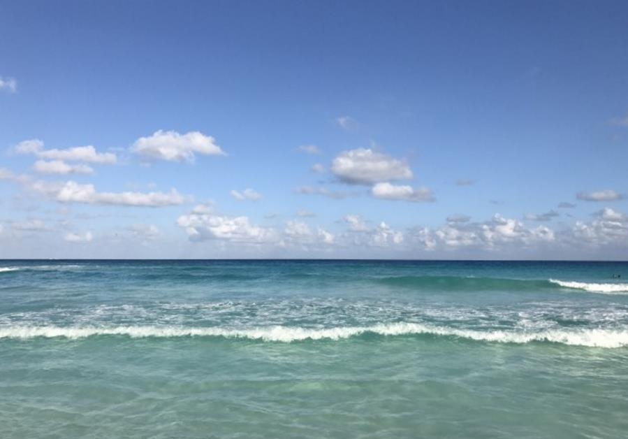 蓝天白云大海高清图片图片