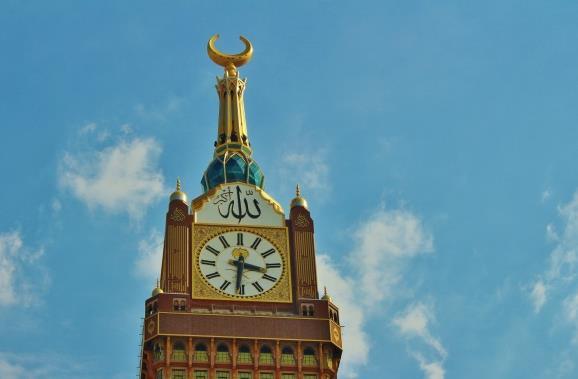 现代建筑物钟塔