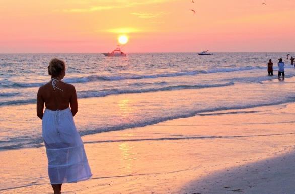 海边沙滩夕阳唯美高清图片