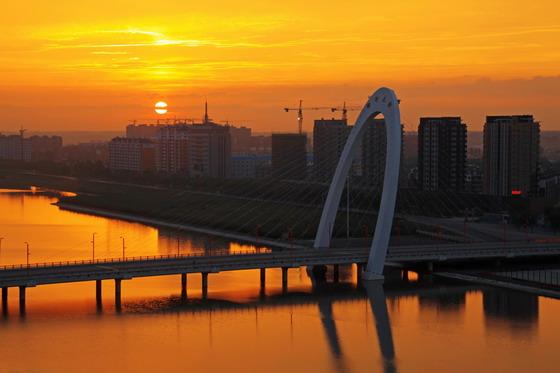 梅河大桥夕阳美丽风景摄影图片