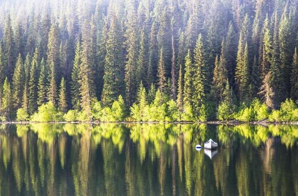 山水倒影风景精美图片