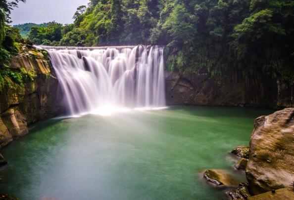 山水瀑布风景精美图片