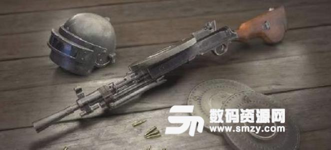 作为一把自动步枪,AUG所需的配件和scar一样,可以装瞄准镜,枪口,握把,弹夹,使用5.56mm子弹。主播17shou在拿到这把枪开火之后直接惊呼,这后坐力太小了吧,和没有后坐力一样。 和空投中的另一把自动步枪groza相比的话,AUG的优势也很明显,首先它能够装配枪口补偿器和握把,而groza只能装一个消音器,这就让AUG的稳定性和后坐力完爆groza;其次它使用5.